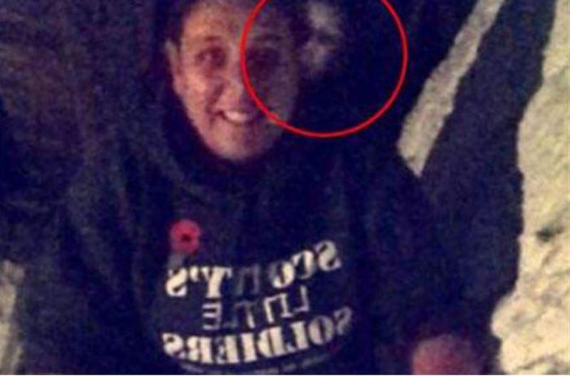 Женщина сняла жуткое лицо призрака во время посещения церкви