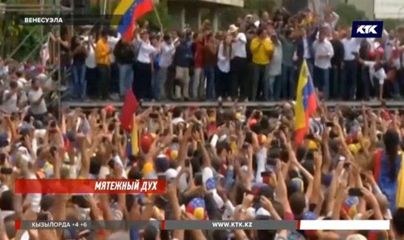 Запад поддерживает смену власти в Венесуэле, Россия и Китай – нет