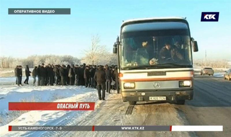 На актюбинской трассе едва не замерзли 46 граждан Узбекистана