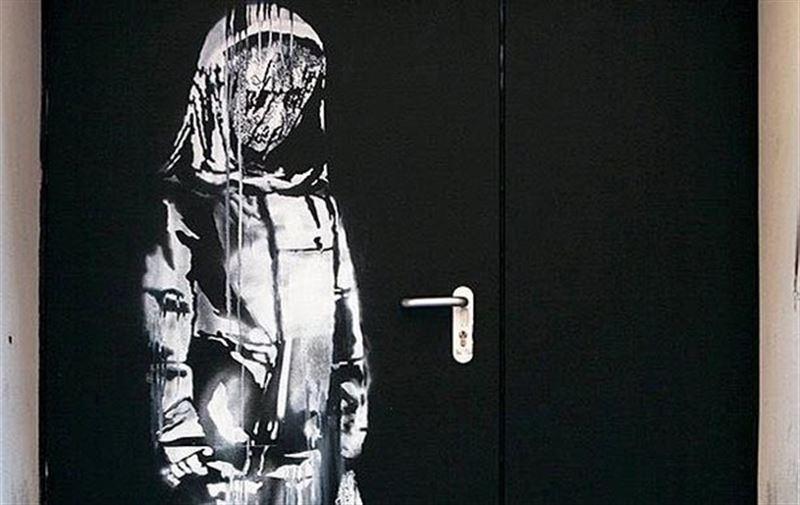 Неизвестные украли работу Бэнкси, посвящённую жертвам терактов в Париже