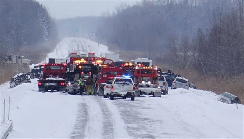 Около 50 автомобилей столкнулись в Канаде из-за метели, есть пострадавшие