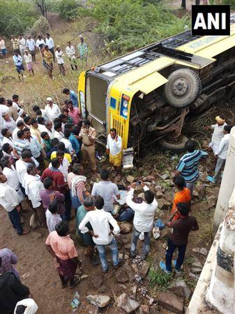 50 оқушы мінген автобус жол апатына ұшырады