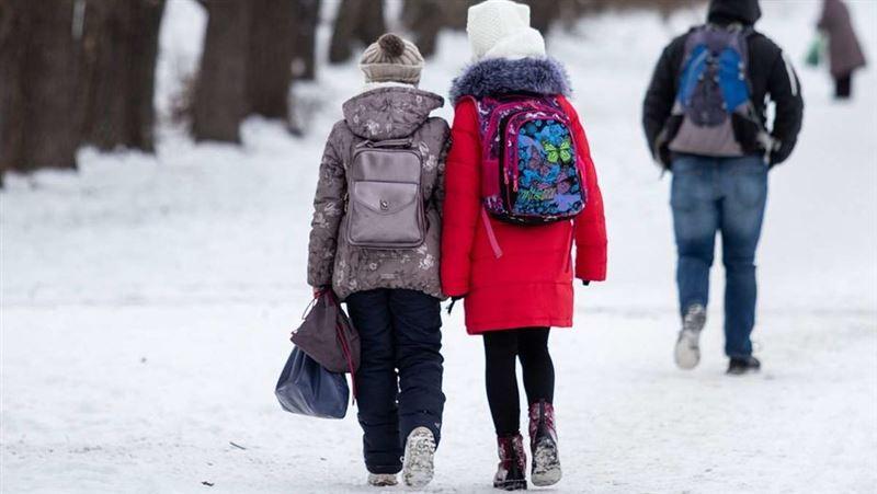 Из-за мороза в школах Павлодара и ВКО отменили уроки