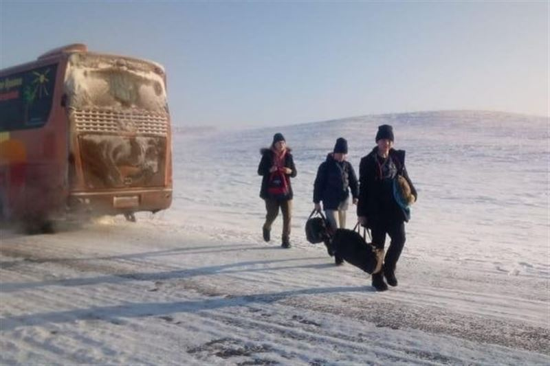 Российских школьников эвакуировали на трассе в ВКО