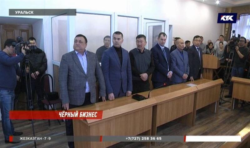 Предпринимателей, перевозивших битум, признали преступной группировкой