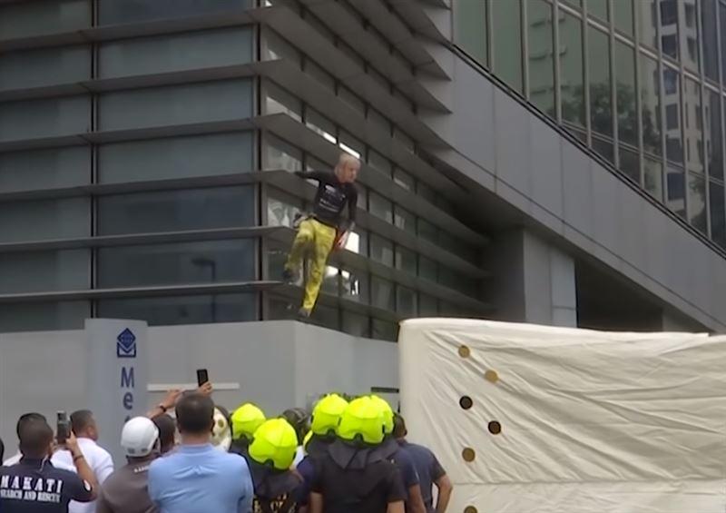 56-летний «человек-паук» покорил 47-этажное здание без страховки