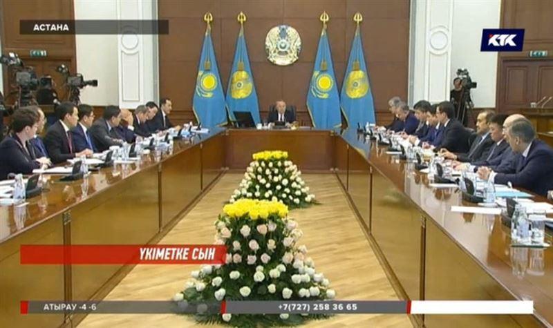 Президент Нұрсұлтан Назарбаев шенеуніктерді шарасыз қорқаққа теңеді