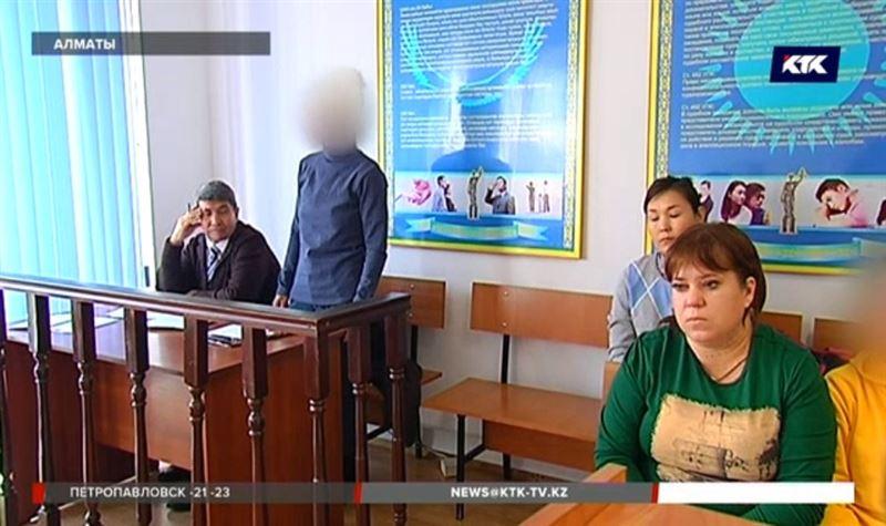 Мать, которая била дочь-инвалида молотком, на скамье подсудимых