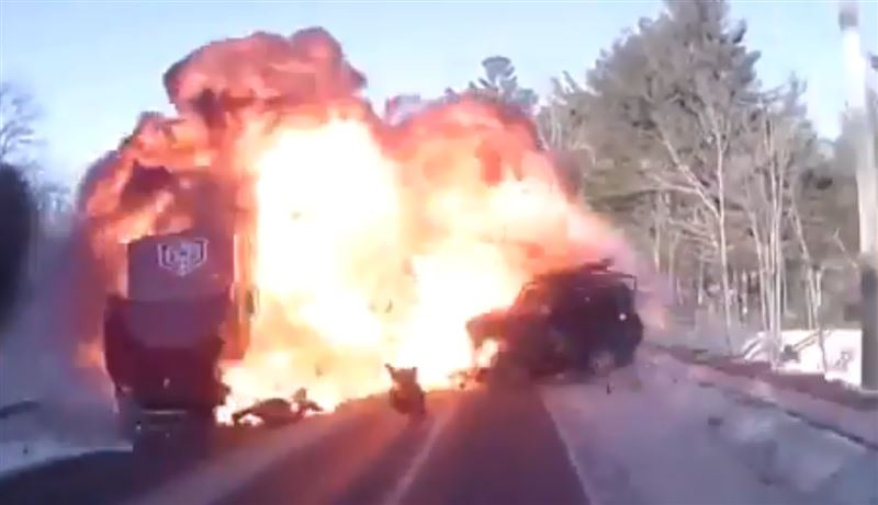 Начинающий водитель едва не погиб в аварии с грузовиком