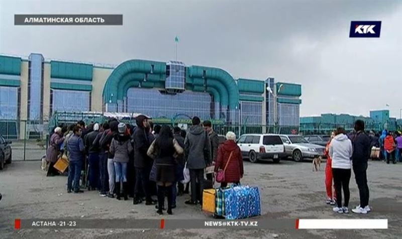 Китай закрывает границу