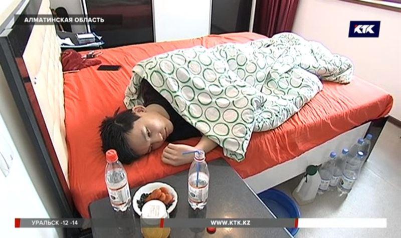 Прикованный к постели парень нуждается в лечении за рубежом