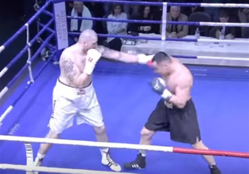 Казахстанский супертяжеловес трижды отправил соперника в нокдаун