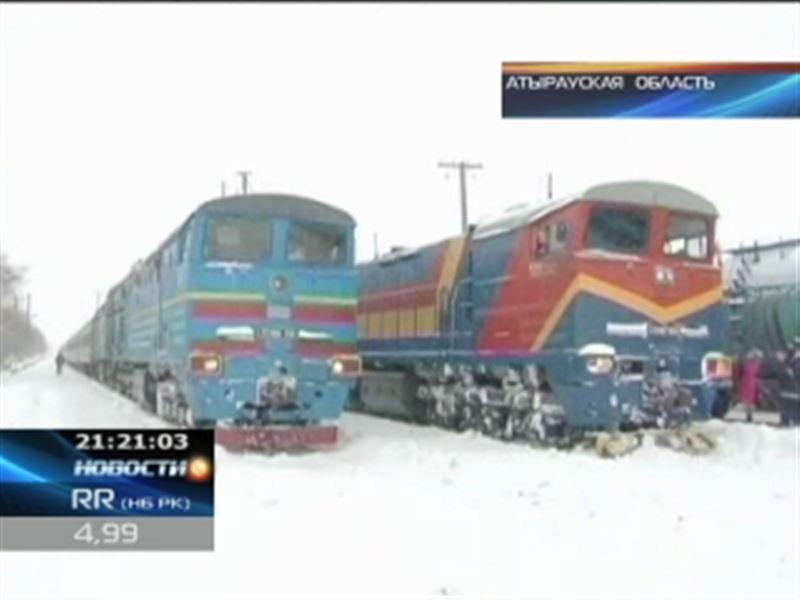 В Атырауской области в снежном плену оказались поезда
