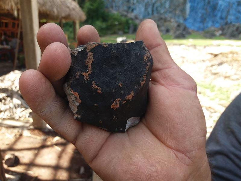 Жители Кубы опубликовали в Сети фото странных черных камней