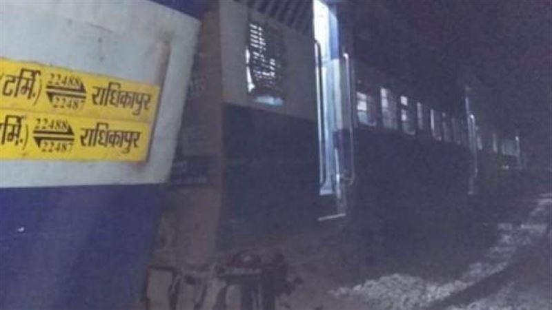 6 человек скончались из-за сошедшего с рельсов поезда в Индии