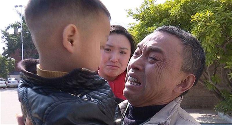 В Китае родители продали двухлетнего сына после развода