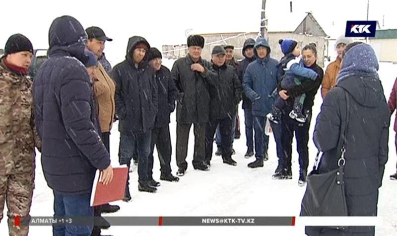 Жители Алматинской области живут в изоляции – в окружении ям