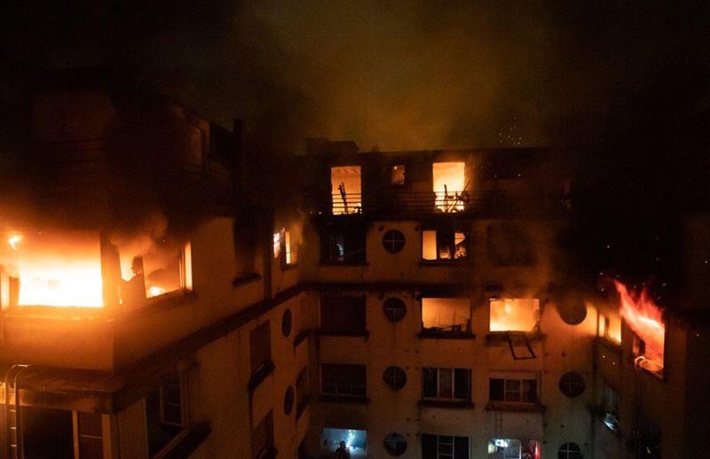 Жертвами крупного пожара в Париже стали восемь человек