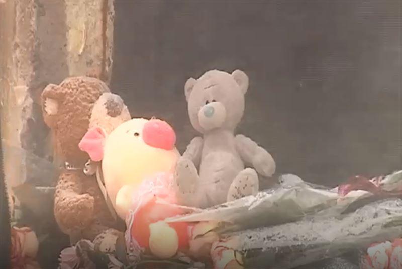 Видео с места похорон детей, ставших жертвами пожара в Астане