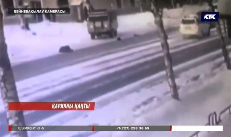 Өскеменде полиция қызметкерлері көлікпен 90 жастағы зейнеткерді қақты