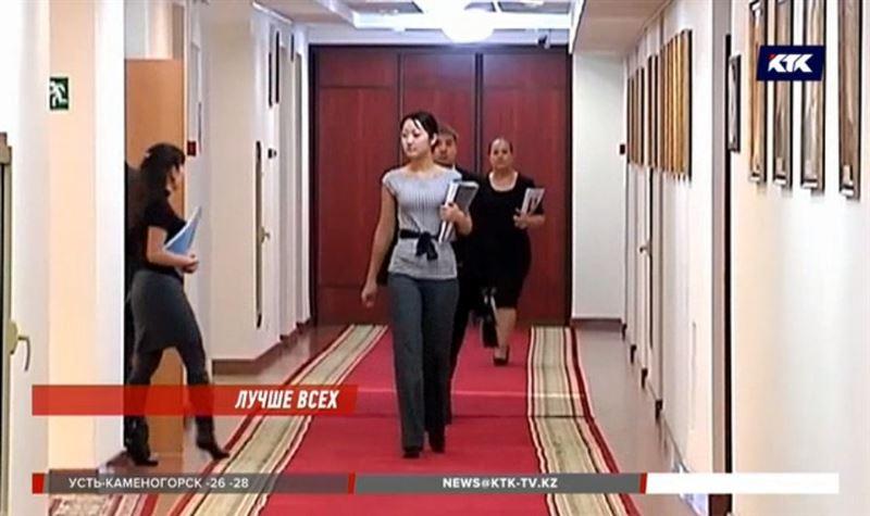 В Казахстане предлагают ввести свободный стиль одежды для чиновников