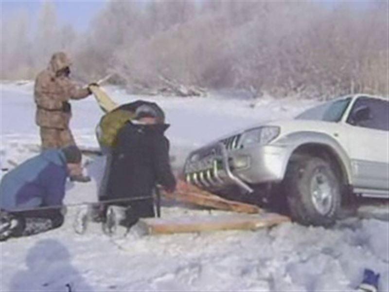 В Павлодаре гонки на льду едва не закончились трагедией