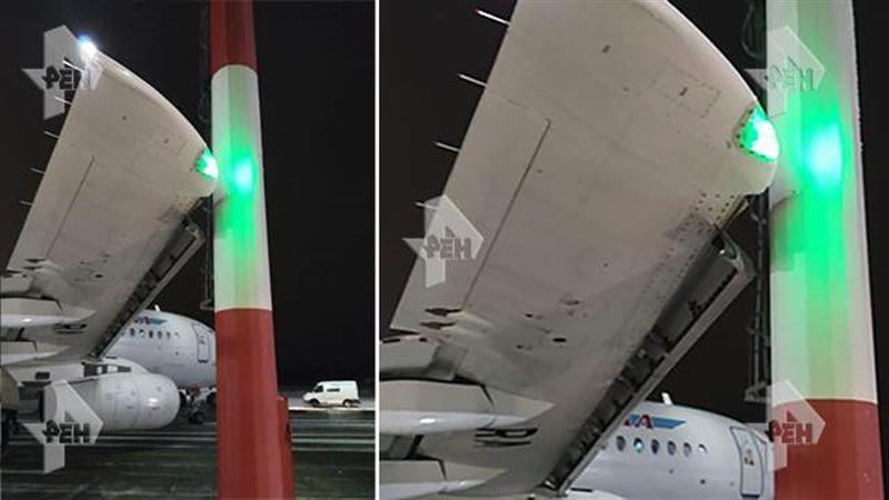 Самолет с пассажирами врезался в фонарный столб в аэропорту Домодедово