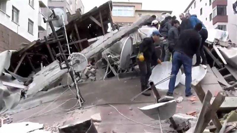 Число погибших в результате обрушения дома в Стамбуле возросло до 14