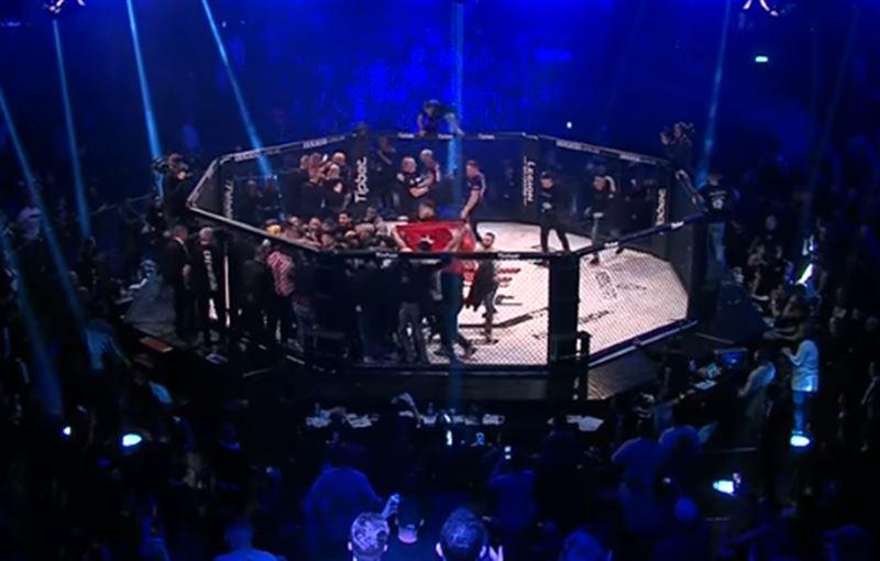 Массовую драку устроили на турнире MMA в Германии