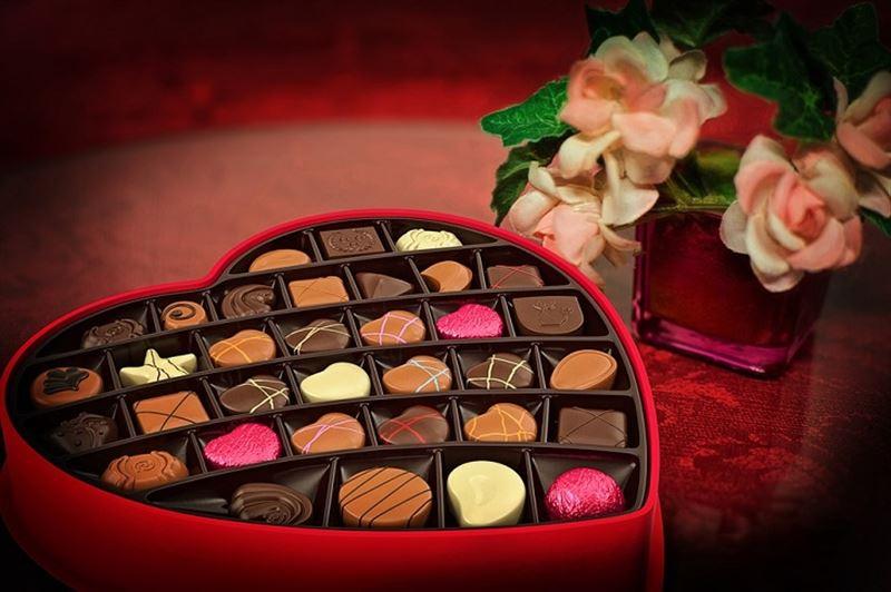 Қыздар Валентин күнінде шоколад беруден жаппай бас тартуда