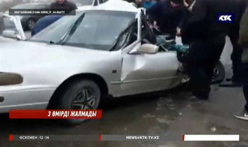 Алматы облысында жол апатынан үш адам қаза тапты