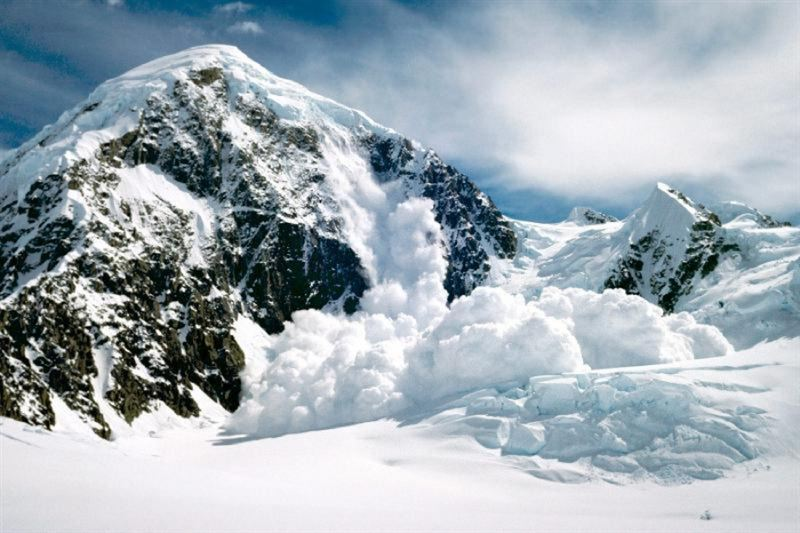 Снежные лавины сошли неподалеку от Алматы