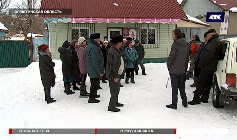 «Здесь живут не ишаки»: сельчане Алматинской области отрезаны от цивилизации