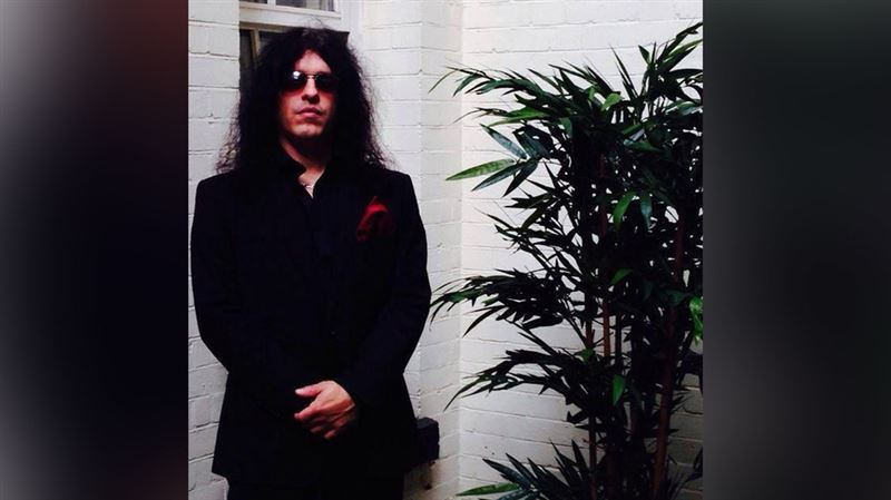 Волосы двойника гитариста группы Kiss вспыхнули прямо на концерте