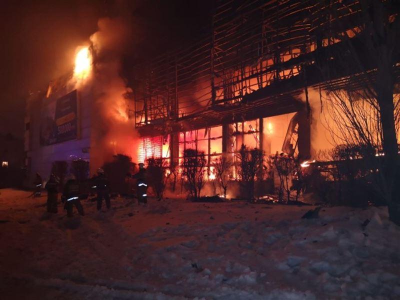 В центре Астаны потушили крупный пожар в офисном здании