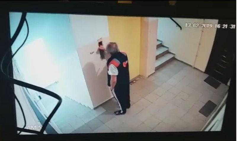 В Алматы мужчина разбился, упав в шахту лифта жилого дома