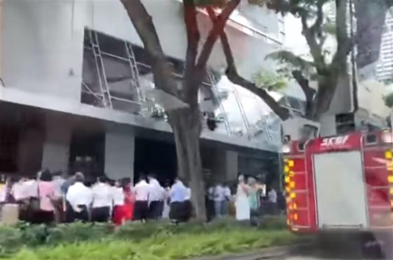 В Сингапуре эвакуировали около 1000 человек из-за пожара в отеле