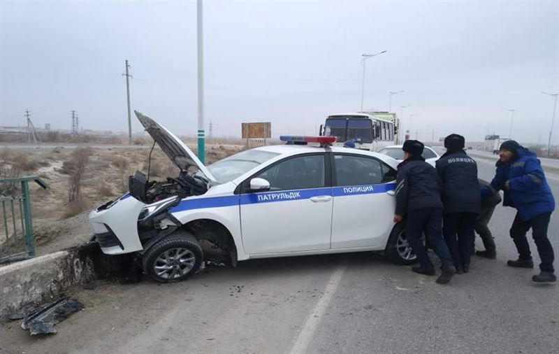 Қызылордада полиция көлігі апатқа ұшырады