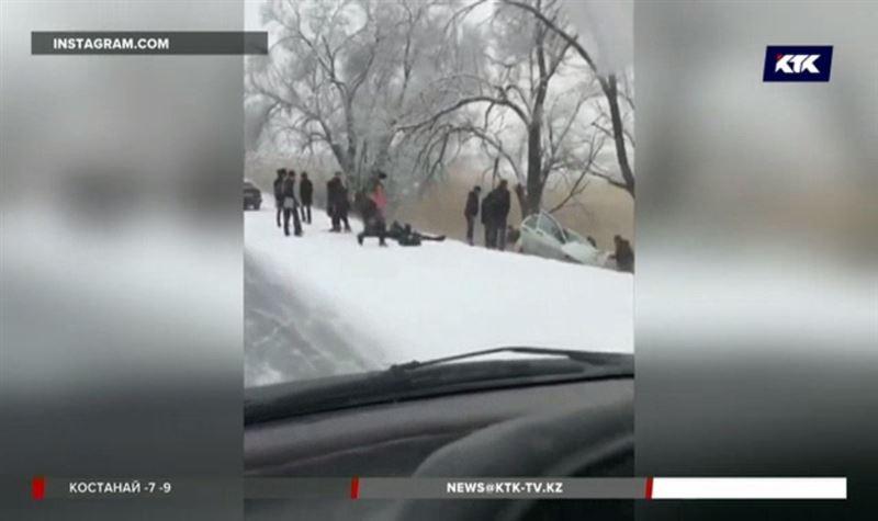 Беременная пассажирка такси и еще двое пострадали в аварии под Алматы
