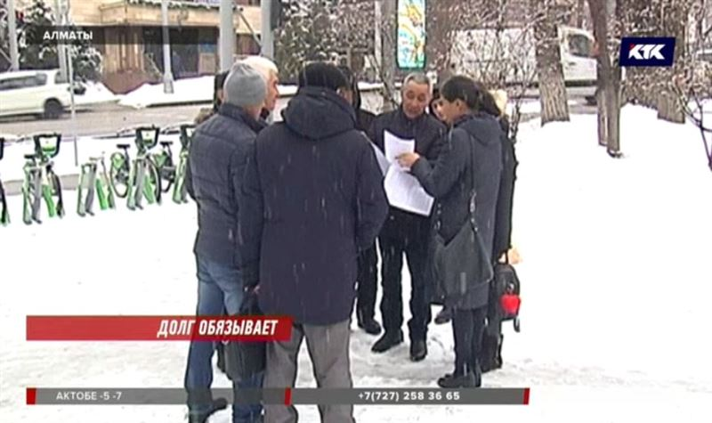 Обманутые атырауские рабочие ищут своего начальника в Алматы