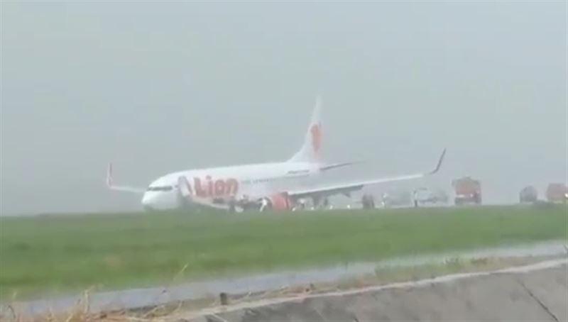 Несколько человек обратились к медикам после ЧП с самолетом в Индонезии
