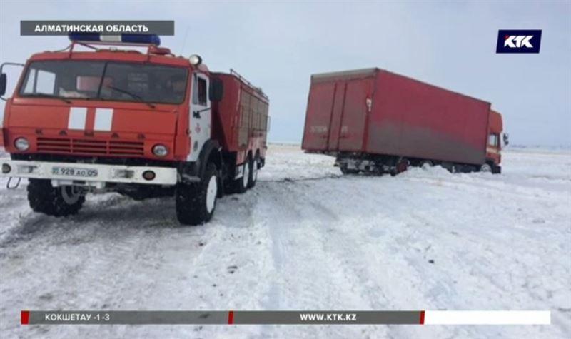 90 человек вызволили из снежного плена в Алматинской области