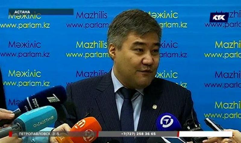 Министр Калетаев предложил не подавать руки алиментщикам