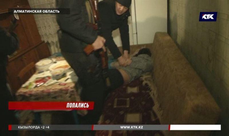 Банду квартирных воров задержали в Алматинской области