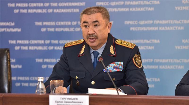 Глава МВД Тургумбаев пообещал, что не будет убегать от журналистов