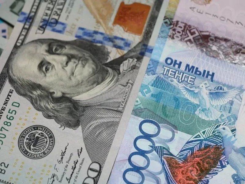 Дневные торги: Доллар стоит 376,40 тенге