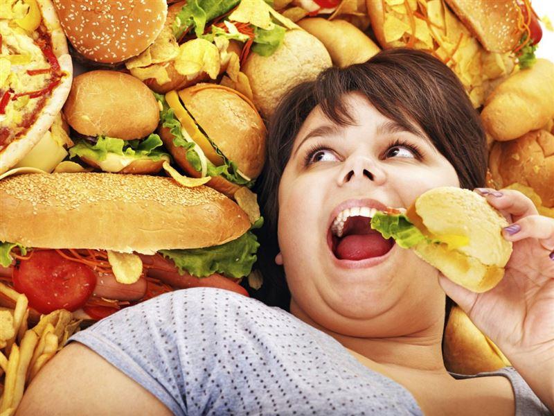 Жирная пища после 20 лет наносит вред здоровью на всю жизнь