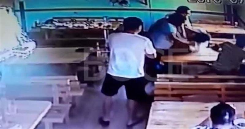 Атырау облысында полицей дәмхана иесін соққыға жыққан