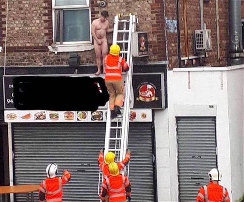 Голого британца выгнали на крышу из массажного салона