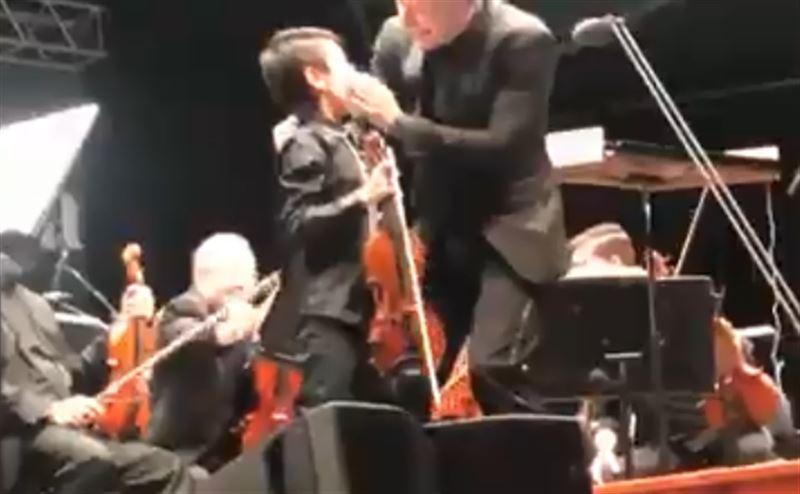 11-летний скрипач так увлекся игрой, что не заметил кровотечения из носа